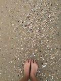 Песок в моих пальцах ноги! Стоковые Изображения RF