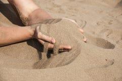 Песок в руках Стоковые Изображения RF