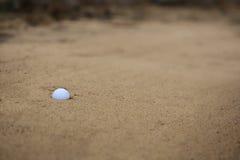 песок гольфа дзота шарика Стоковое Изображение