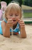 песок девушки Стоковая Фотография