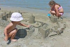 песок девушок замока Стоковые Фото