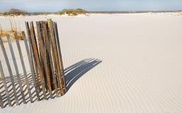 песок дюны струят загородкой, котор Стоковые Изображения RF