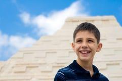 песок замока мальчика стоковое фото