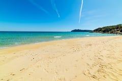 Песок и бирюза мочат в Cala Monte Turno стоковые фотографии rf