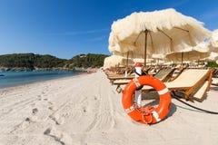 Песок и море в красивом дне Стоковые Фотографии RF