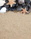 Песок и морские звёзды стоковое изображение rf