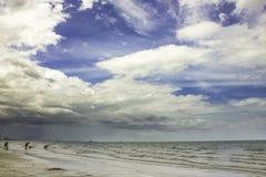 Песок и пляж с заходом солнца Стоковые Фото