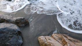 Песок, камни и вода Стоковое Изображение
