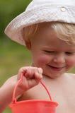 песок красного цвета ведра Стоковая Фотография