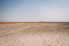 Песок пустыни в Африке с ясным небом стоковое изображение rf