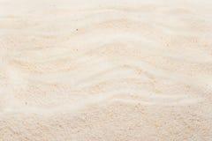 Песок пляжа с метками волн волейбол лета пляжа шарика предпосылки красивейший пустой Стоковое Изображение