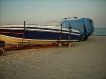 Песок пляжа шлюпки корабля Стоковые Изображения RF