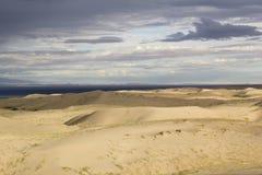 песок России kurshskaya kosa горизонта дюн шагает протягивающ к пустыня gobi Монголия Стоковое фото RF