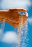 песок руки Стоковая Фотография