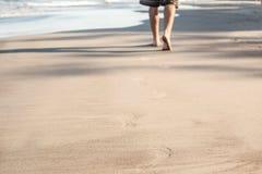 песок следов ноги пляжа влажный Стоковое Изображение