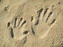 песок handprints Стоковая Фотография RF