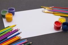 Пестрая краска на таблице Стоковое Изображение