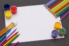 Пестрая краска на таблице Стоковые Изображения RF