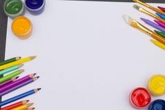Пестрая краска на таблице Стоковые Изображения