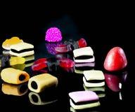 Пестротканая изолированная конфета стоковые изображения