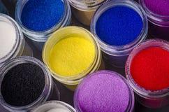Пестротканая краска в опарниках для художничества состава Стоковые Изображения RF