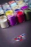 Пестротканая краска в опарниках для художничества состава стоковая фотография rf