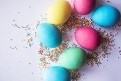 Пестротканая пастель брызгает предпосылку Красочные маленькие конфеты Пасха, предпосылка, текстура для пасхи, космоса экземпляра  Стоковая Фотография