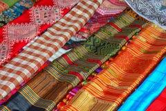 Пестротканая ткань на счетчике магазина Лаос Стоковое Изображение
