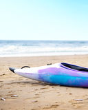 Пестротканое каное на пляже Стоковое фото RF