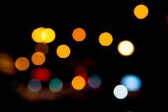 Пестротканое defocused bokeh освещает на ноче для предпосылки или Стоковые Изображения RF