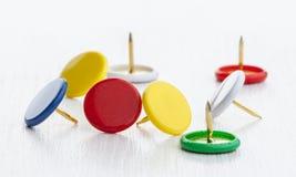 Пестротканые канцелярские кнопки Стоковое фото RF