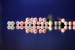 Пестротканые карандаши на таблице Стог покрашенного ti карандашей Стоковая Фотография RF