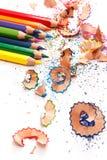 Пестротканые карандаши и shavings Стоковые Изображения RF