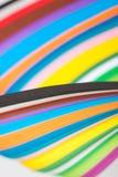 Пестротканые листы бумаги в пакете абстрактная предпосылка цветастая Стоковая Фотография RF