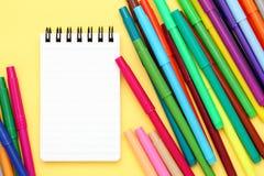Пестротканые ручка и тетрадь Стоковые Фото