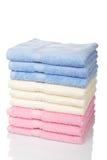 пестротканые штабелированные полотенца Стоковые Фотографии RF