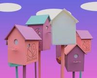 Пестротканые birdhouses на пурпурной предпосылке с белыми облаками стоковое фото