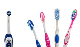 4 пестротканых ручных зубной щетки и одна электрические Стоковое Изображение RF