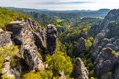 Песчаник возвышается в национальном парке в осени, Германии богемских и Saxon Швейцарии стоковое изображение rf