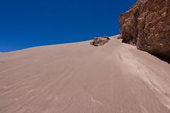 Песчанная дюна в пустыне Atacama/Чили стоковая фотография rf