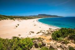 Песчанная дюна пляжа Bolonia, провинции Кадиса, Андалусии, Испании Стоковые Фото