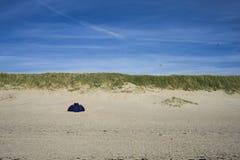 песчанная дюна солнца неба пляжа Стоковая Фотография RF
