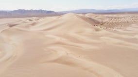 Песчанные дюны в виде с воздуха пустыни сверху сток-видео