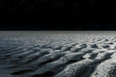 Песчанные дюны на пляже на заходе солнца Стоковые Изображения RF