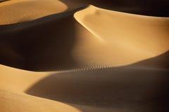 Песчанные дюны пустыни Сахары. Стоковые Фотографии RF