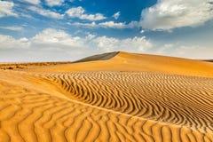 Песчанные дюны в пустыне стоковая фотография