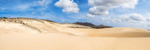 Песчанные дюны в Viana дезертируют - Deserto de Viana в Boavista - накидку Стоковая Фотография