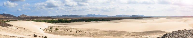 Песчанные дюны в Viana дезертируют - Deserto de Viana в Boavista - накидку Стоковые Фото
