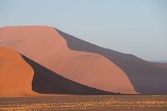 Песчанные дюны национального парка Sossusvlei, Намибии Стоковое Фото