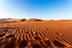 Песчанные дюны на Sossusvlei, Намибии Стоковые Изображения